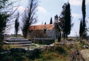 Crkva sv. Luke pogođena s više topničkih projektila u Domovinskom ratu